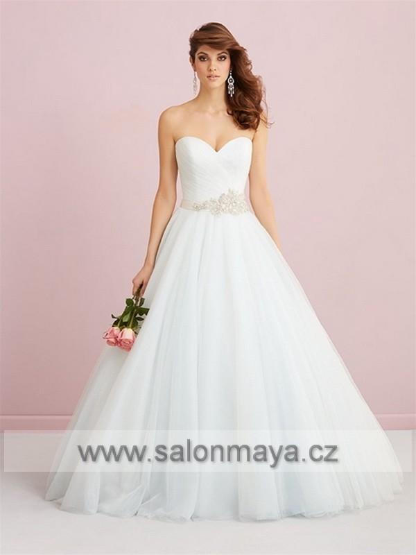 Trendy v barevnosti svatební šatů barevné svatební šaty 984131be33