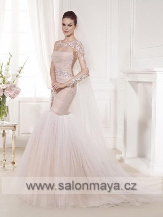 ... že si královna Viktorie oblékla na svatbu sněhobílé krajkové šaty. Byla  vzorem pro tisíce žen zejména z Anglie a Ameriky 2f34c2c777
